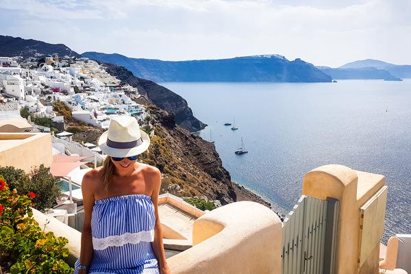oia white houses ocean views caldera santorini greece