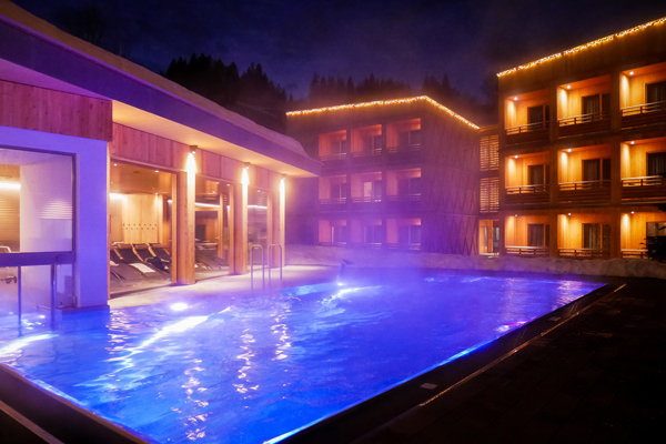 pool-tirol-lodge-night
